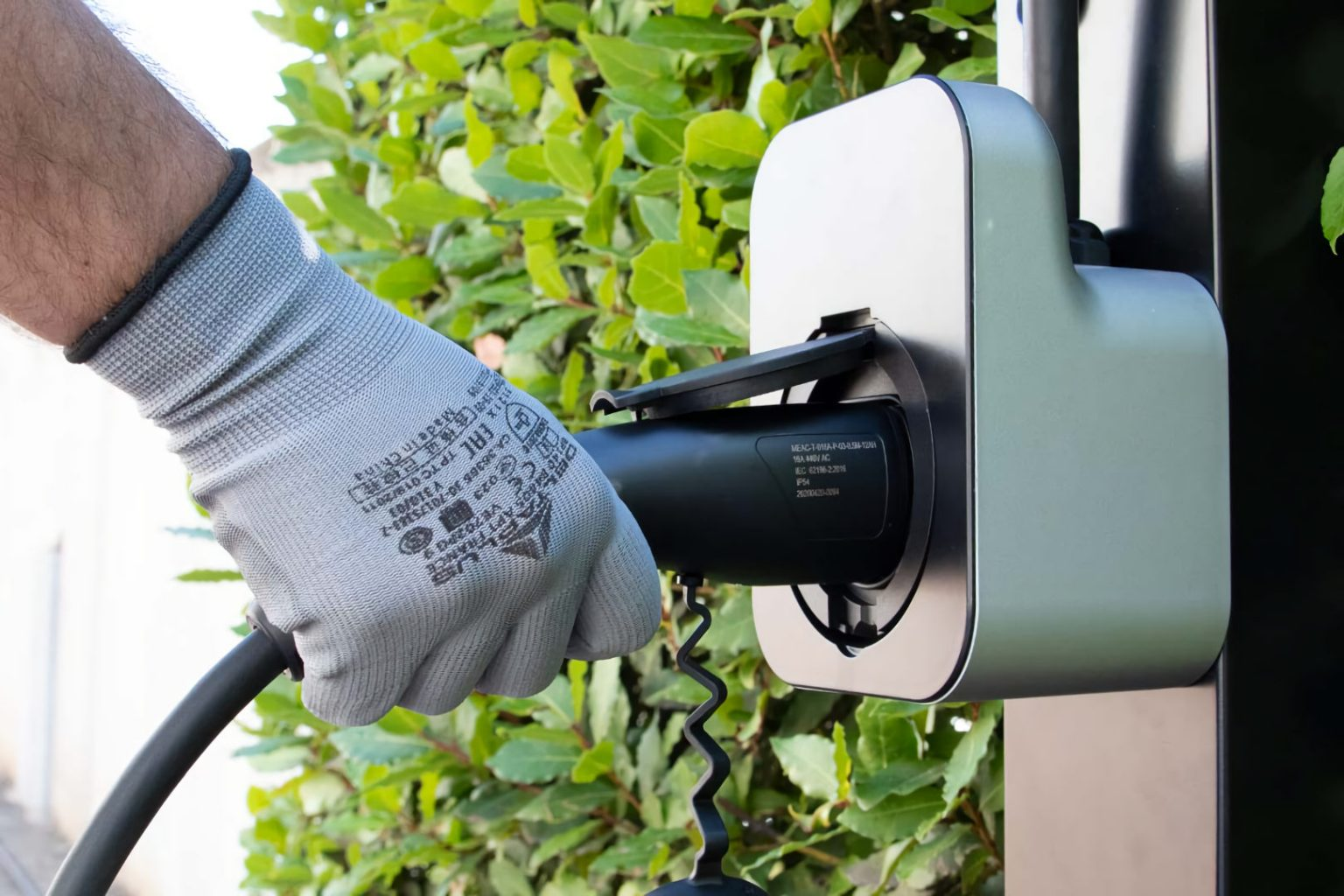 microngroup-electric-vehicle-charging-on-street