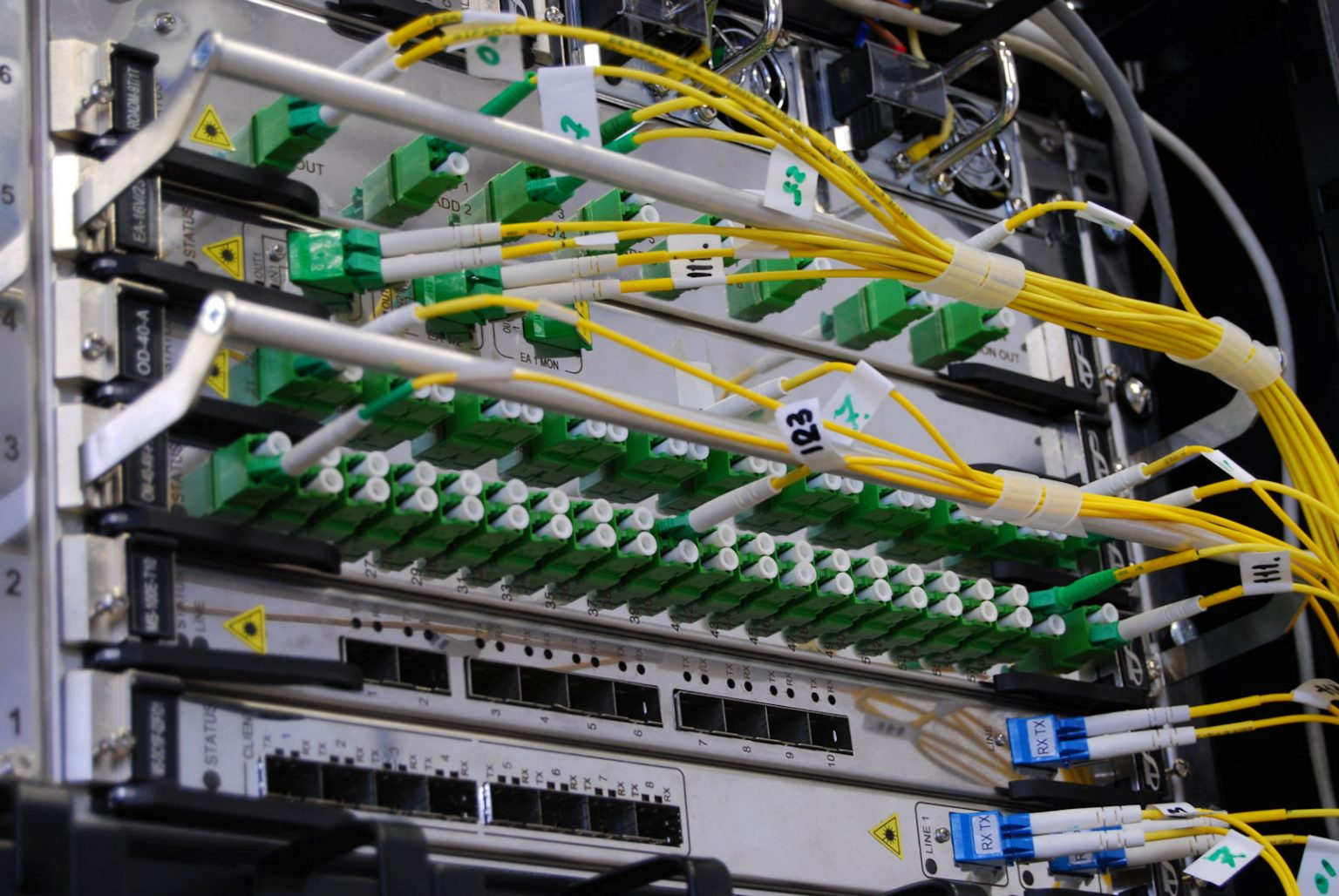 microngroup-fibre-optic-patch-panel-and-network-gigabit-switch